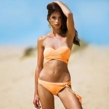 Оранжевый купальник бандо