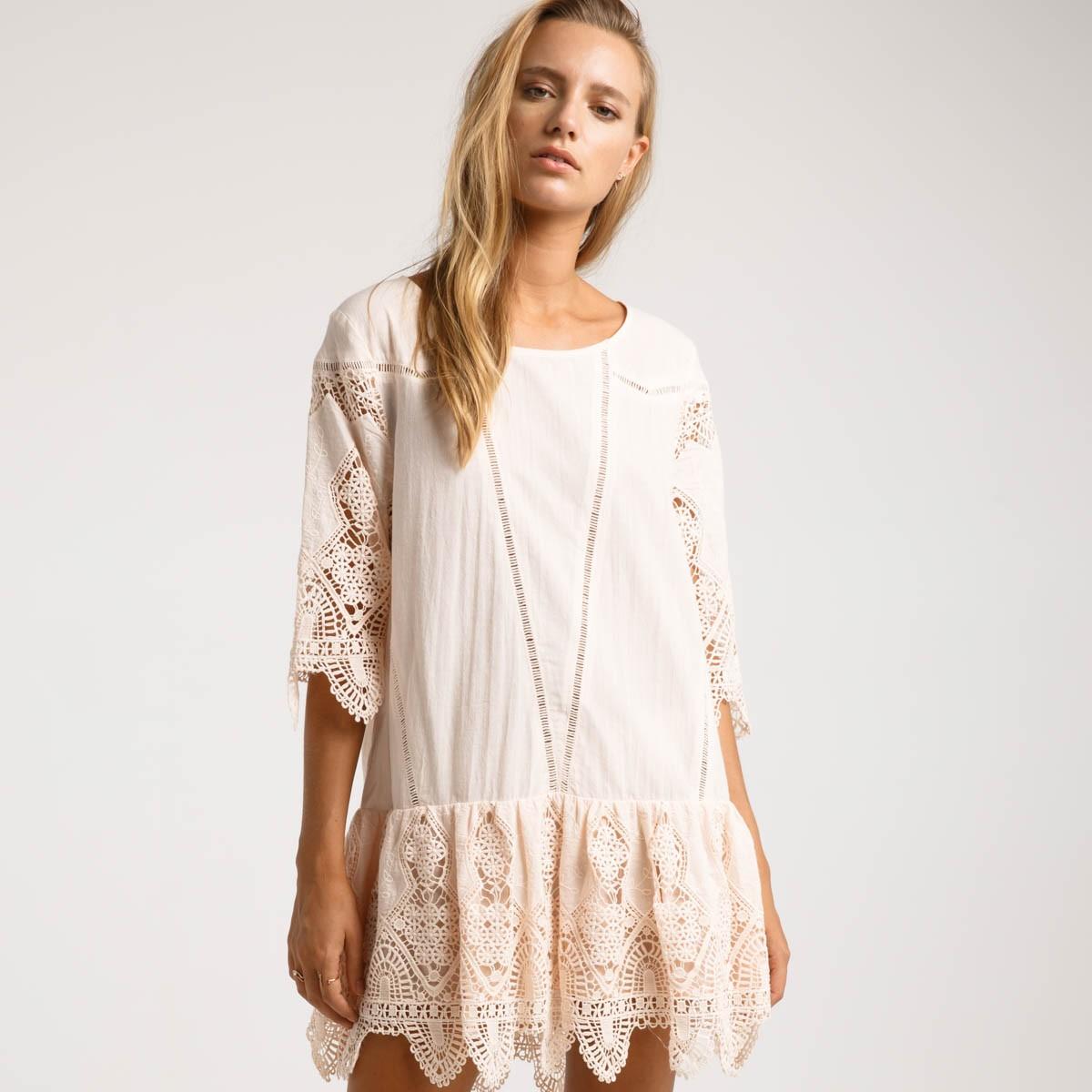 Кружевное платье мини
